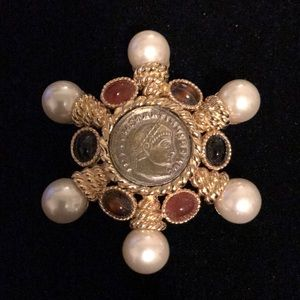 Ciner vintage brooch faux pearl and stone gold